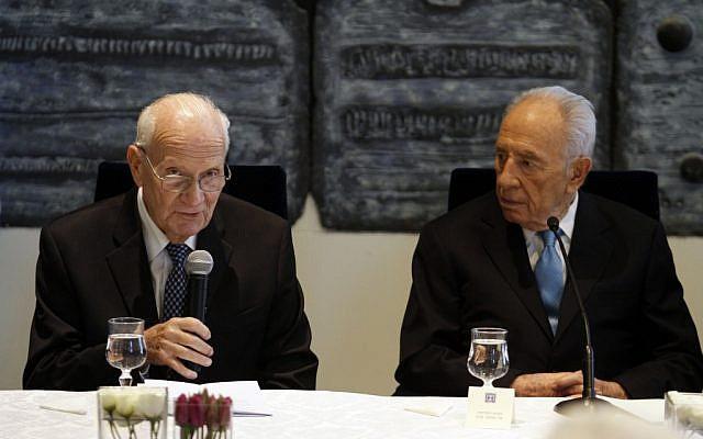 Shimon Peres and Meir Shamgar presnt the President's Award on Thursday (photo credit: Uri Lantz Flash90)