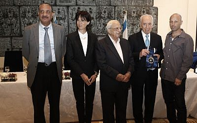 Shimon Peres (second from right) presents the President's Award on Thursday (photo credit: Uri Lantz/Flash90)