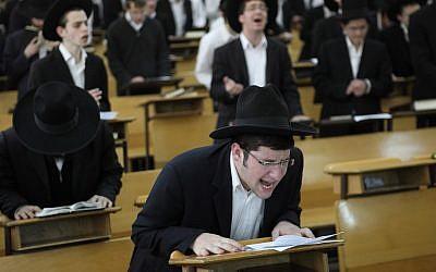 Ultra-Orthodox students pray for the speedy recovery of Rabbi Elyashiv. (photo credit: Yaakov Naumi/Flash90)