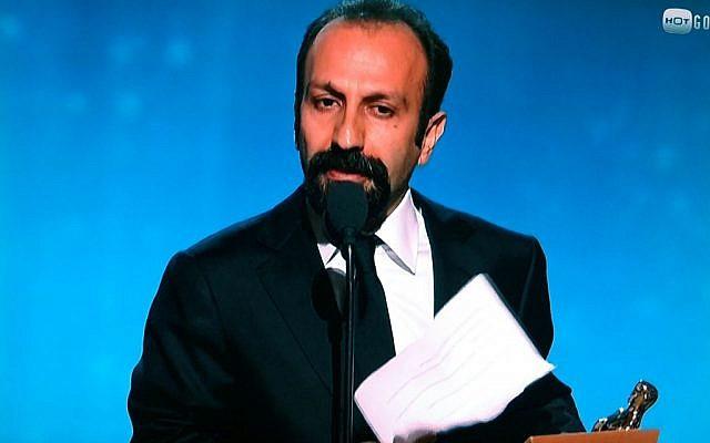Oscar-winning Iranian director Asghar Farhadi reading his speech at the Academy Awards (photo: TV screen capture)
