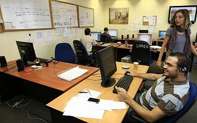 Workers at an Israeli server center (illustrative photo: Nati Shohat/Flash90)
