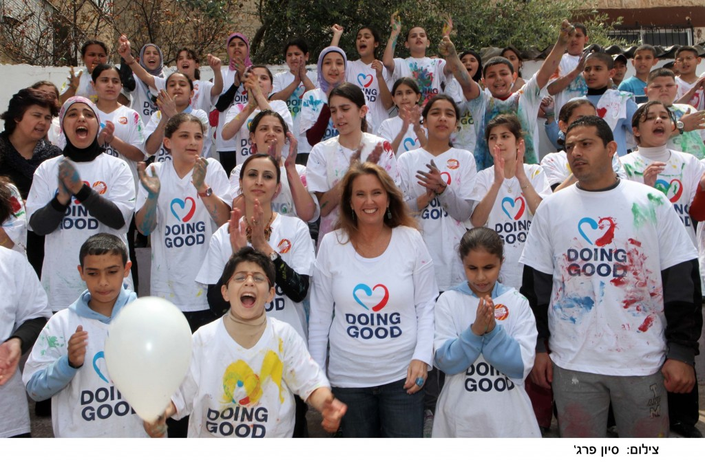 Shari Arison participating in last year's International Good Deeds Day. (Photo credit: Sivan Farag)