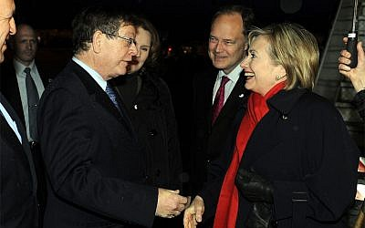 Barukh Binah greeting Hillary Clinton in 2009 (photo credit: Matty Stern/US Embassy Tel Aviv/ US State Department)