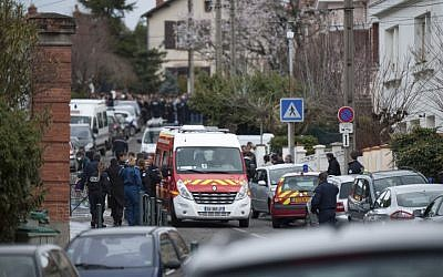 Police outside the school in Toulouse (photo credit: AP/Bruno Martin)