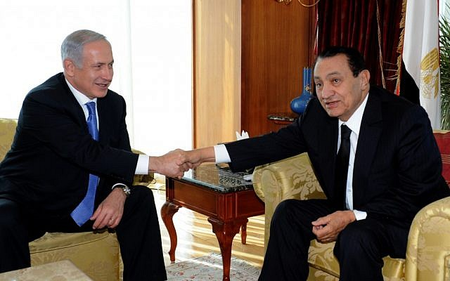 Netanyahu and Mubarak at Sharm Al-Sheikh, January 2011 (photo credit: Moshe Milner/GPO)