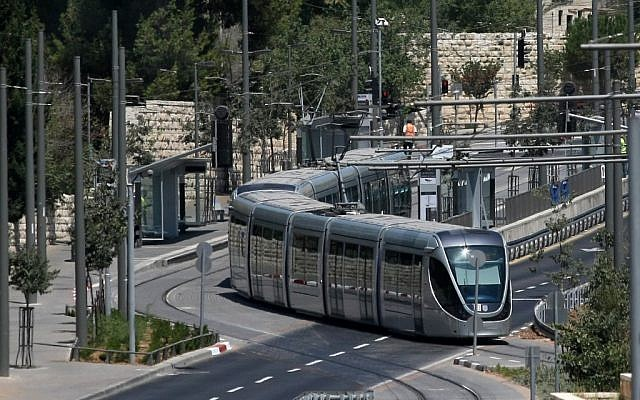 The Jerusalem light rail (Kobi Gideon / Flash90)