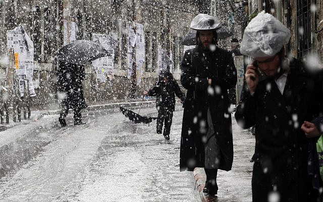 Snow in Jerusalem, March 2, 2012 (photo credit: Uri Lenz/Flash90)