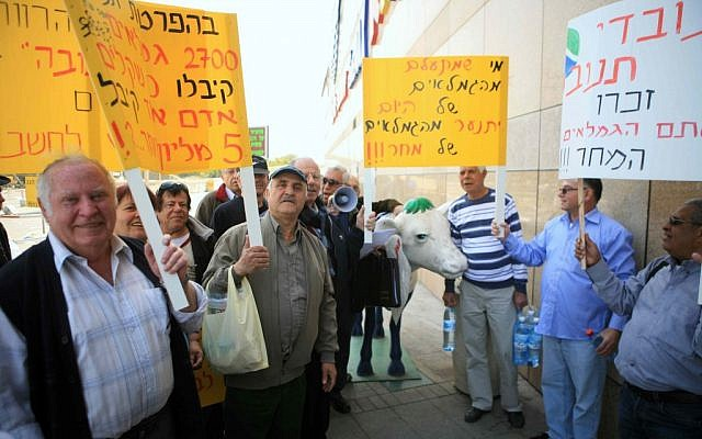 Retired Tnuva employees demonstrating at the company's offices at Glilot Junction last week (photo credit: Yehoshua Yosed/Flash90)