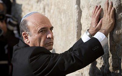 Kadima's new leader, Shaul Mofaz, at the Western Wall following his victory last week (photo credit: Yonatan Sindel/Flash90)