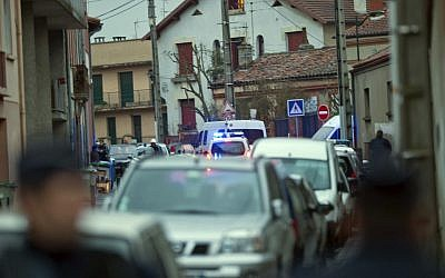 French police secure the area where they exchanged fire and were negotiating with the Toulouse shooting suspect (photo credit: AP/Bruno Martin)