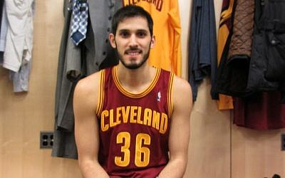 Double 'Chai': Omri Casspi wearing No. 36 for the Cleveland Cavaliers. (photo credit: Howard Blas)