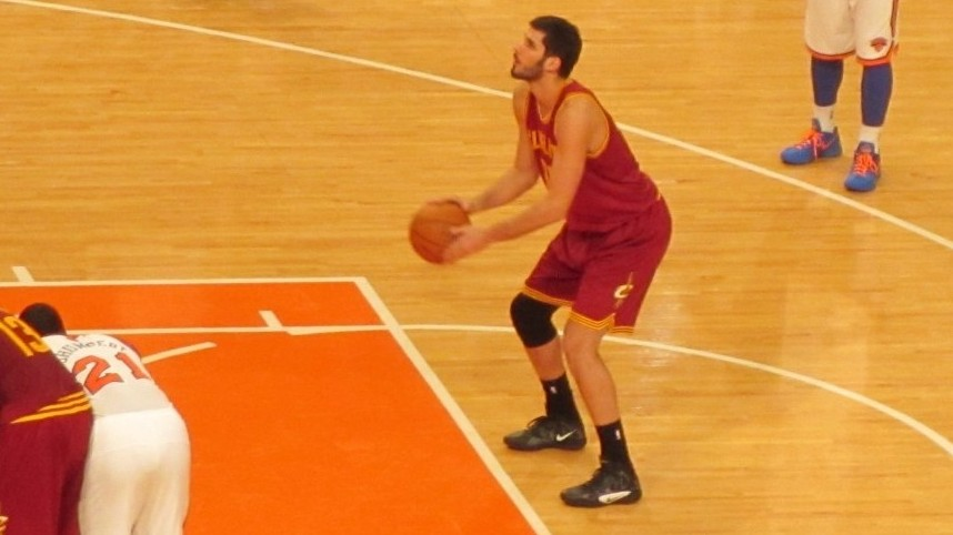 Omri Casspi taking a shot at Wednesday's game. (Photo credit: Howard Blas)