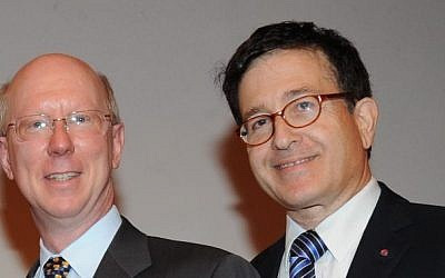 Broadcom CEO Scott McGregor (left) and vice president Shlomo Markel (photo credit: Courtesy)
