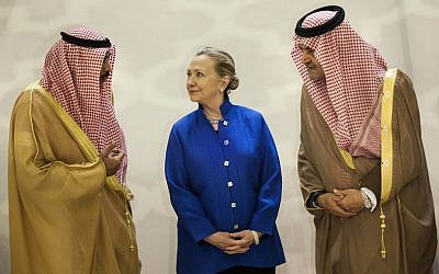 US Secretary of State Clinton talking with Saudi and Kuwaiti officials in Riyadh. (photo credit: AP/Brendan Smialowski)