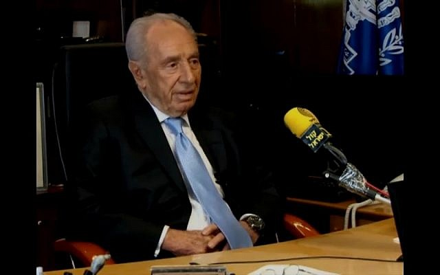 Shimon Peres at the Israel Radio broadcasting studio (screen capture Mako/Channel 2)