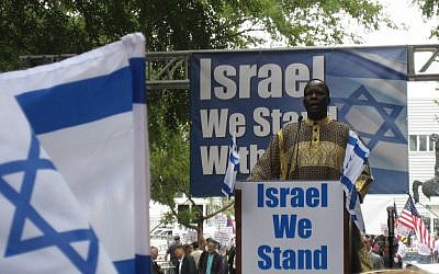 Simon Deng at a rally organized by pro-Israel advocacy organizations Stand With Us (photo credit: courtesy Stand With Us)