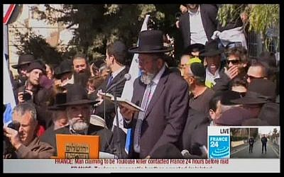 Mourners pray at the funeral of the Toulouse victims in Jerusalem on Wednesday. (Screen capture)