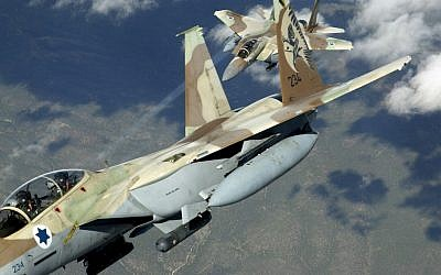 Two Israeli F-15I 'Ra'am' fighter jets during maneuvers (CC BY-TSgt Kevin J. Gruenwald/USA/Wikimedia)