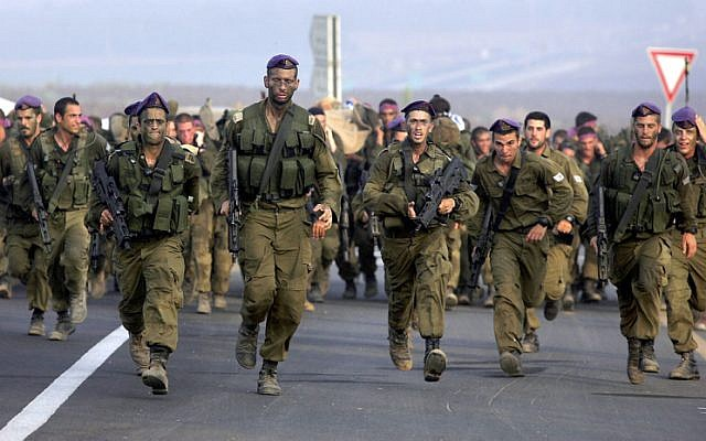 Givati soldiers complete a training course, 2007. (Edi Israel/Flash 90)
