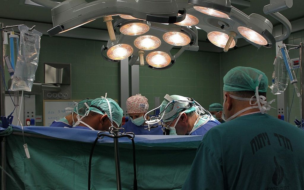 Illustrative: Doctors perform surgery at a hospital in Israel (Nati Shohat/Flash90)