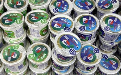 Cottage cheese in the Rami Levy supermarket in Jerusalem. (photo credit: Nati Shohat/Flash90)