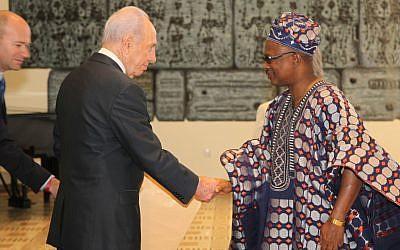 President Shimon Peres with the Nigerian ambassador to Israel, David Oladipo Obasa at the President's Residence (photo credit:Isaac Harari/Flash90)