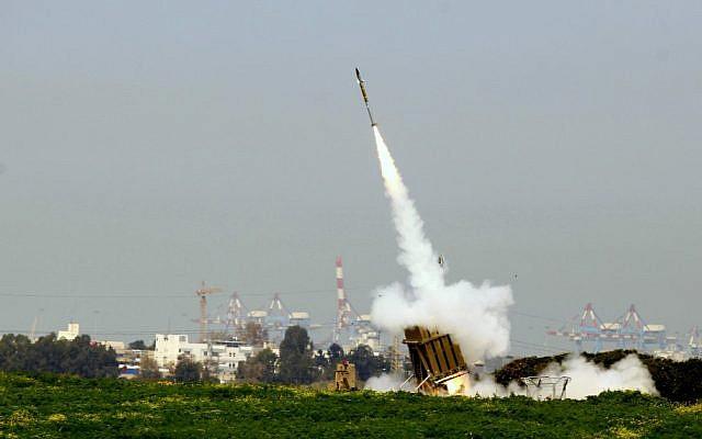 An Iron Dome battery shooting a missile interceptor near Ashdod. (Flash90)