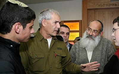 Maj. Gen. Avi Mizrahi (center) at the Neveh Shmuel Yeshiva in Efrat (photo credit: Gershon Elinson/Flash90)