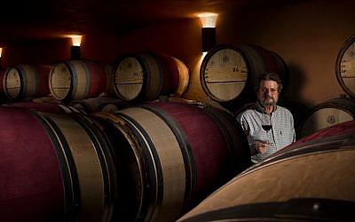Eli Ben Zaken with his wines (Courtesy Castel Winery)