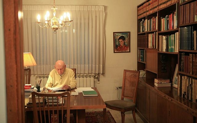Benzion Netanyahu in his Jerusalem home (photo credit: Nati Shohat/Flash90)