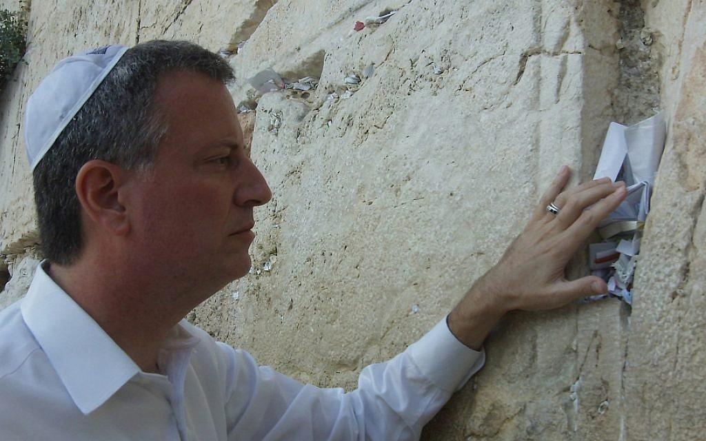 Bill de Blasio at the Western Wall, August 2011. (photo credit: Flickr/Public Advocate Bill de Blasio)