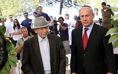 Benzion and Benjamin Netanyahu at a memorial for Zeev Jabotinsky, July 2010 (photo credit: Yossi Zamir/Flash90)