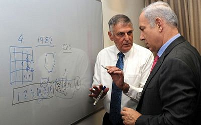 Technion professor Shechtman explains a theory to Prime Minister Benjamin Netanyahu. (photo credit: Amos Ben Gershom/GPO/Flash90)