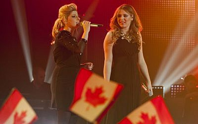 'The Voice' Israel winner Kathleen Reiter (right)  and her on-show mentor Sarit Hadad performing in the final episode (photo credit: Yonatan Sindel/Flash90)