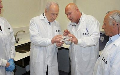 Former President Shimon Peres gives a DNA sample for research purposes at the GGA laboratory on Monday (photo credit: Yosef Avi Yair Engel/Flash90)