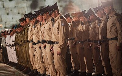 Israeli soldiers stand at attention during a Memorial Day ceremony at the Western Wall Tuesday. (photo credit: Noam Moskowitz / Flash90)