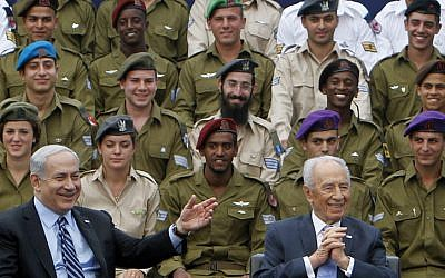 Prime Minister Benjamin Netanyahu and President Shimon Peres at the ceremony for outstanding soldiers at the President's Residence in Jerusalem last week (photo credit: Miriam Alster/Flash90)