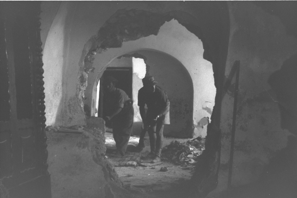 Israel troops in action on Mt. Zion, outside the Old City walls, October 1948 (Courtesy of the Government Press Office, Jerusalem)