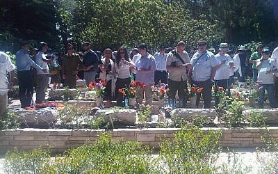 Mourners at Mount Herzl Wednesday. (photo credit: Aaron Kalman / Times of Israel staff)