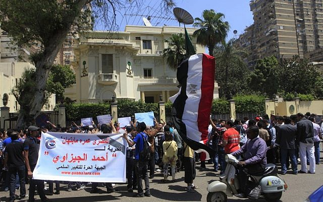 Egyptian protesters demonstrate in front of the Saudi Embassy in Cairo on April 24 to demand the release of an Egyptian human rights lawyer detained in Saudi Arabia for allegedly insulting the kingdom's monarch. (photo credit: AP)