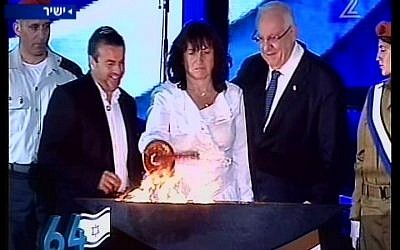 Sigalit Betzaleli lights a torch at the official opening ceremony of Independence Day on Mount Herzl on Wednesday night. Betzaleli's daughter Hila, an officer in the Medical Corps, was killed in an accident at the same spot last week. (photo credit: Channel 2 News)