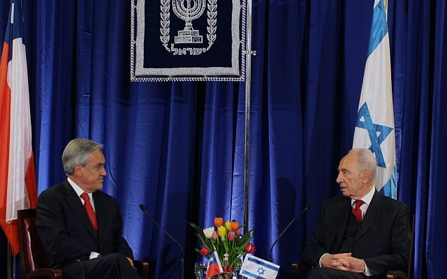 Chile's President Sebastian Pinera speaks with Israeli President Shimon Peres last year in Jerusalem (photo credit: Kobi Gideon/Flash90)
