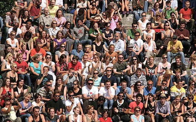 Crowd in a Berlin park in 2009 (Photo credit: CC BY-SA Sundve/Flickr)