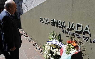 Shimon Perez visiting the memorial for the bombing in Argentina in 2009. (photo credit: Moshe Milner/GPO/Flash90)
