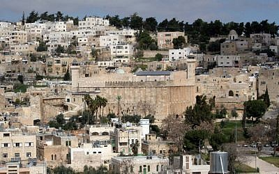 A general view of Hebron with the Tomb of the Patriarchs (Najeh Hashlamoun/Flash90)