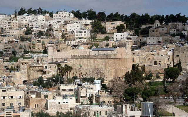 A general view of Hebron with the Tomb of the Patriarchs (photo credit: Najeh Hashlamoun/Flash90)