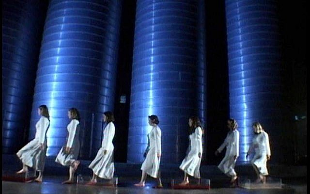 Chagit Molgan, Five plus Seven, 2004, video, 2:15 min., collection of the artist (Courtesy)