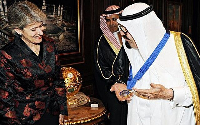 Saudi King Abdullah accepts a UNESCO medal from Irina Bokova in 2012. (photo credit: Ahmed Al Omran, via Twitter)