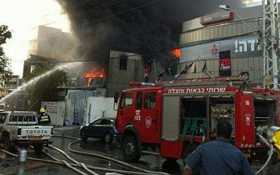 First-responders at scene of Ra'anana explosions (photo credit: courtesy Israel Police)