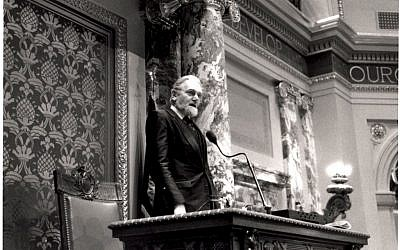 Rabbi Barry Woolf delivering a prayer for the 'lost and troubled' in the Minnesota Senate, 2011. (photo credit: Courtesy)